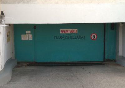 Univerzum Üzletház mélygarázsában parkoló állás kiadó!